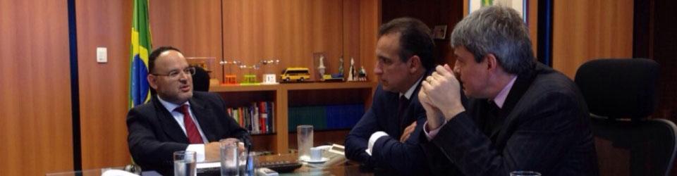 Com deputado Hugo Leal e Ministro Paim. Luta por nova escola técnica em São Gonçalo.